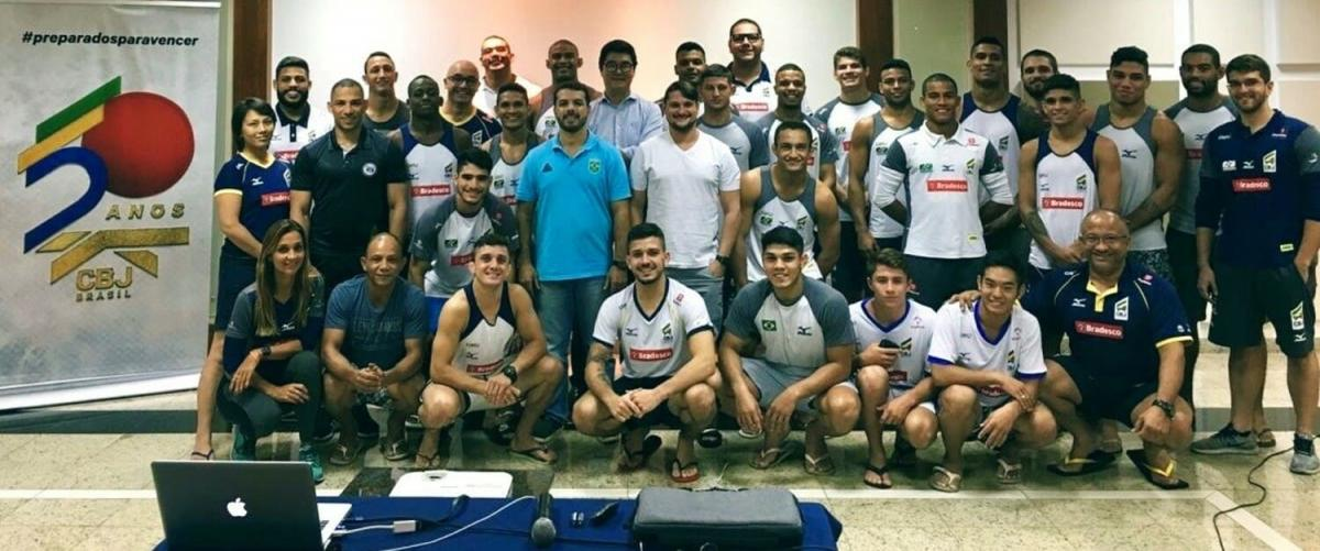 Concentrated for training in the interior of São Paulo, Brazilian judokas have lecture on doping